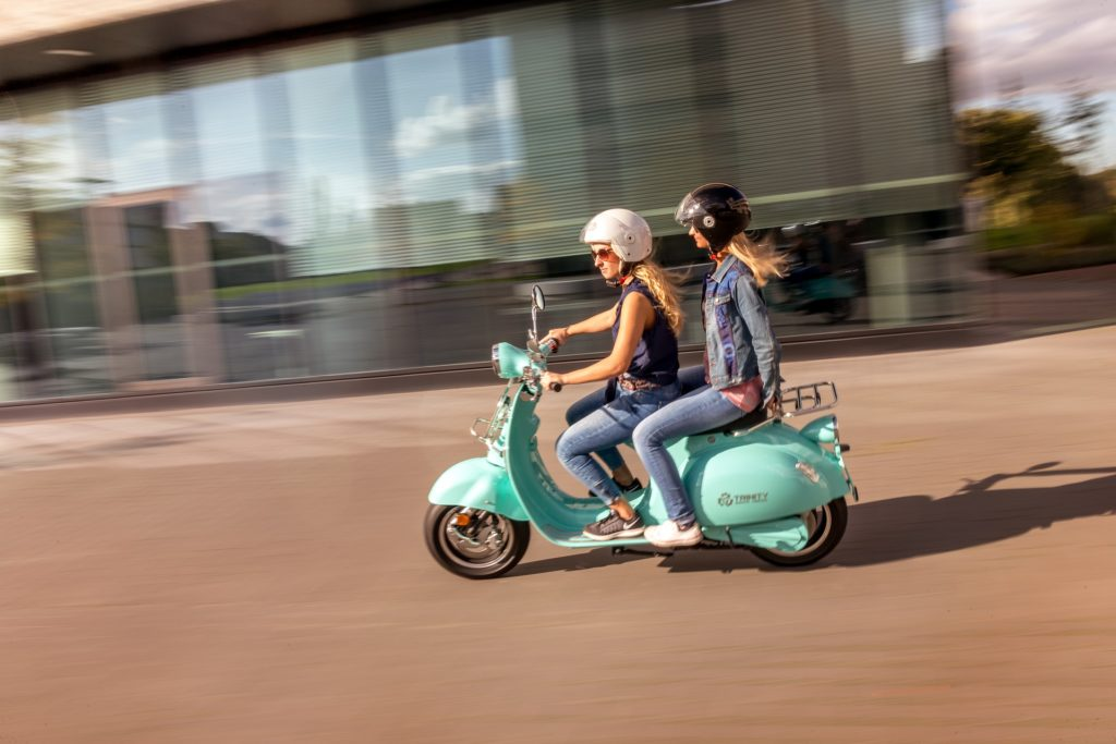 e-scooter vs mofa